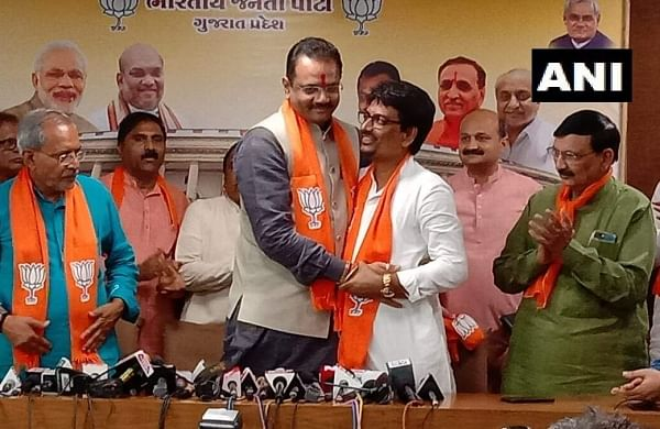 Former Congress MLAs Alpesh Thakor, Zala join BJP in Gujarat