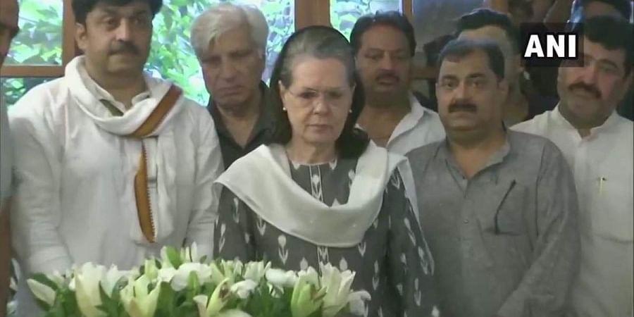 UPA Chairperson Sonia Gandhi pays tribute to former Delhi CM Sheila Dikshit.