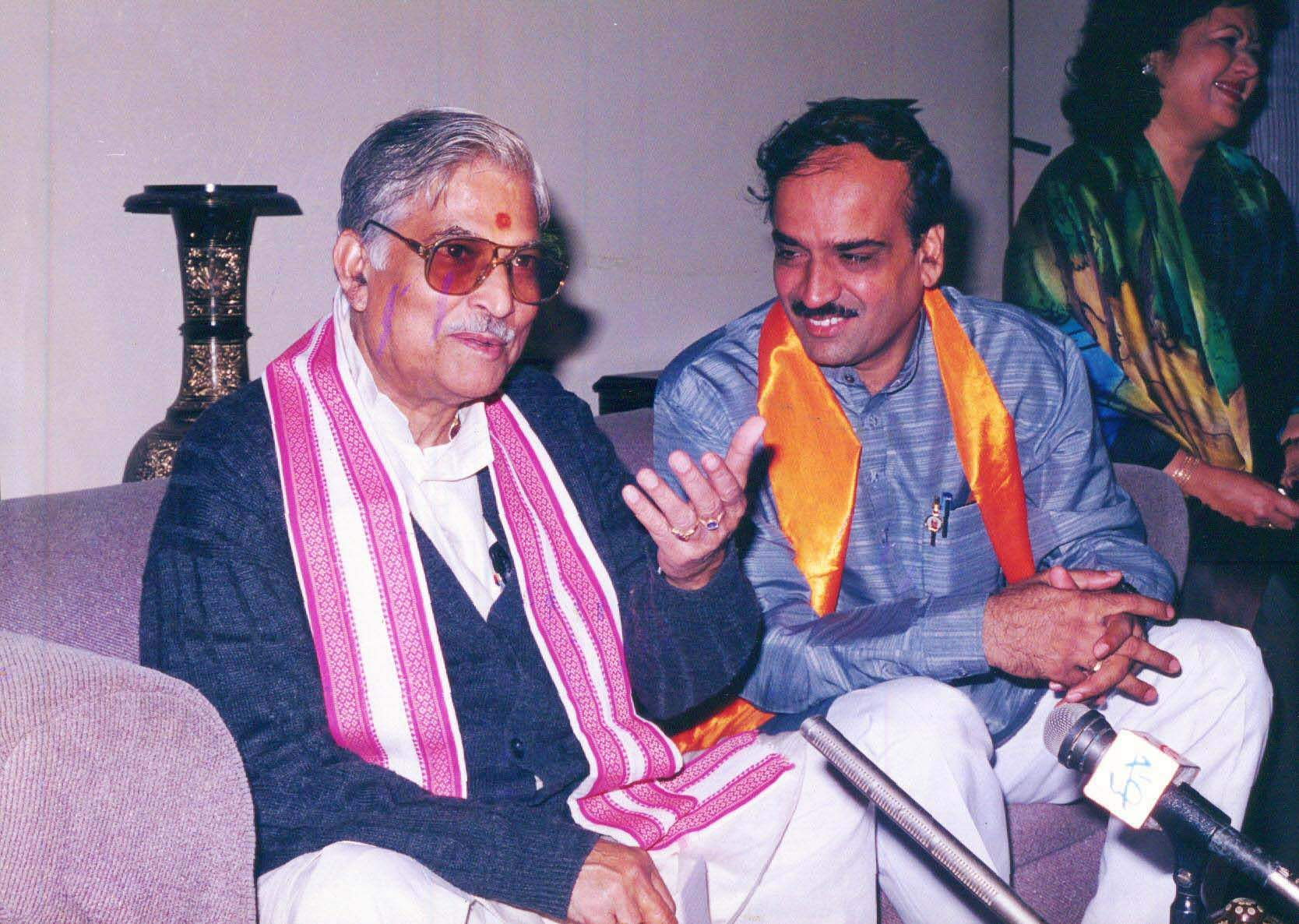 Then Union Minister HN Ananth Kumar with senior BJP leader Murli Manohar Joshi.