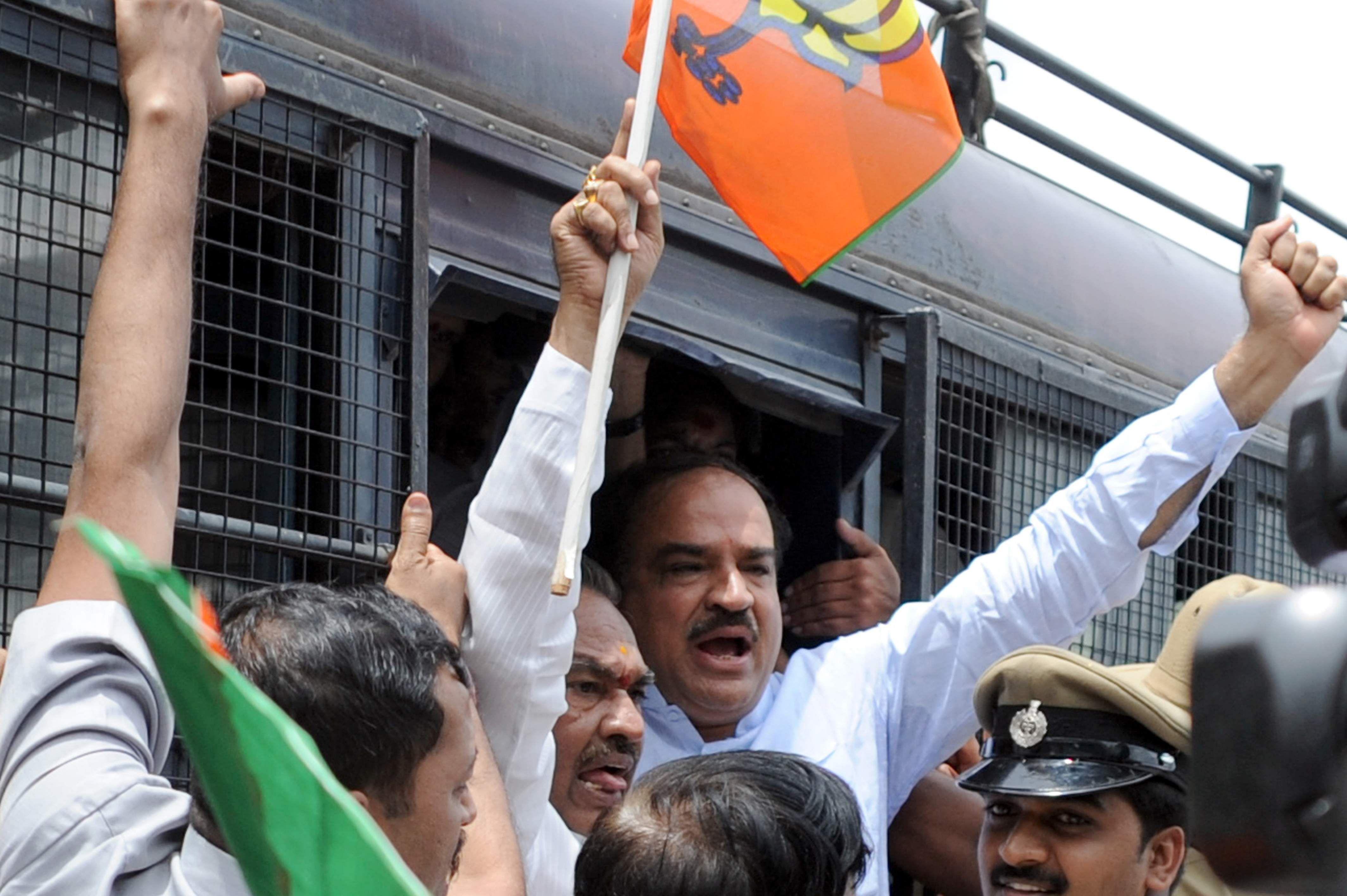 The Karnataka BJP chief KS Eshwarappa and MP Ananth Kumar arrested by police for Jail Baro in Bengaluru.