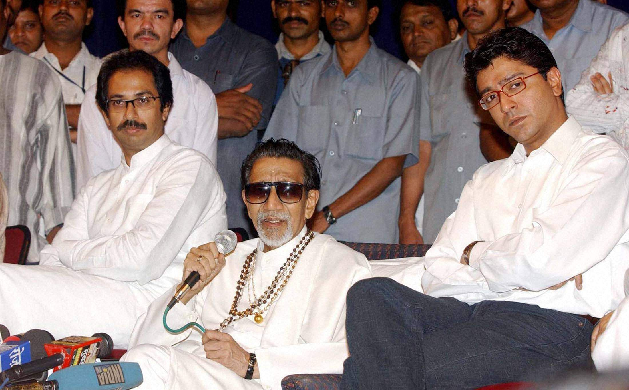 Undated: Shiv Sena chief Bal Thackeray is flanked by his son, party executive president Uddhav Thackeray and nephew, MNS Chief Raj Thackeray during a press conference.
