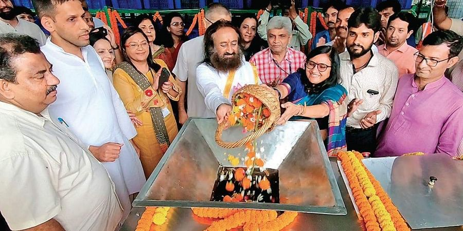 New Delhi Municipal Council along with Sri Sri Ravi Shankar at a temple in Delhi