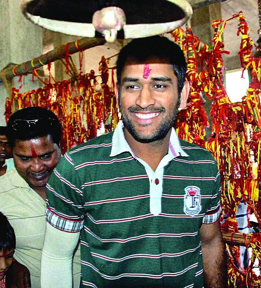 MS Dhoni visits ancient Deori Temple at Tamar, about 55 kms east of Ranchi.