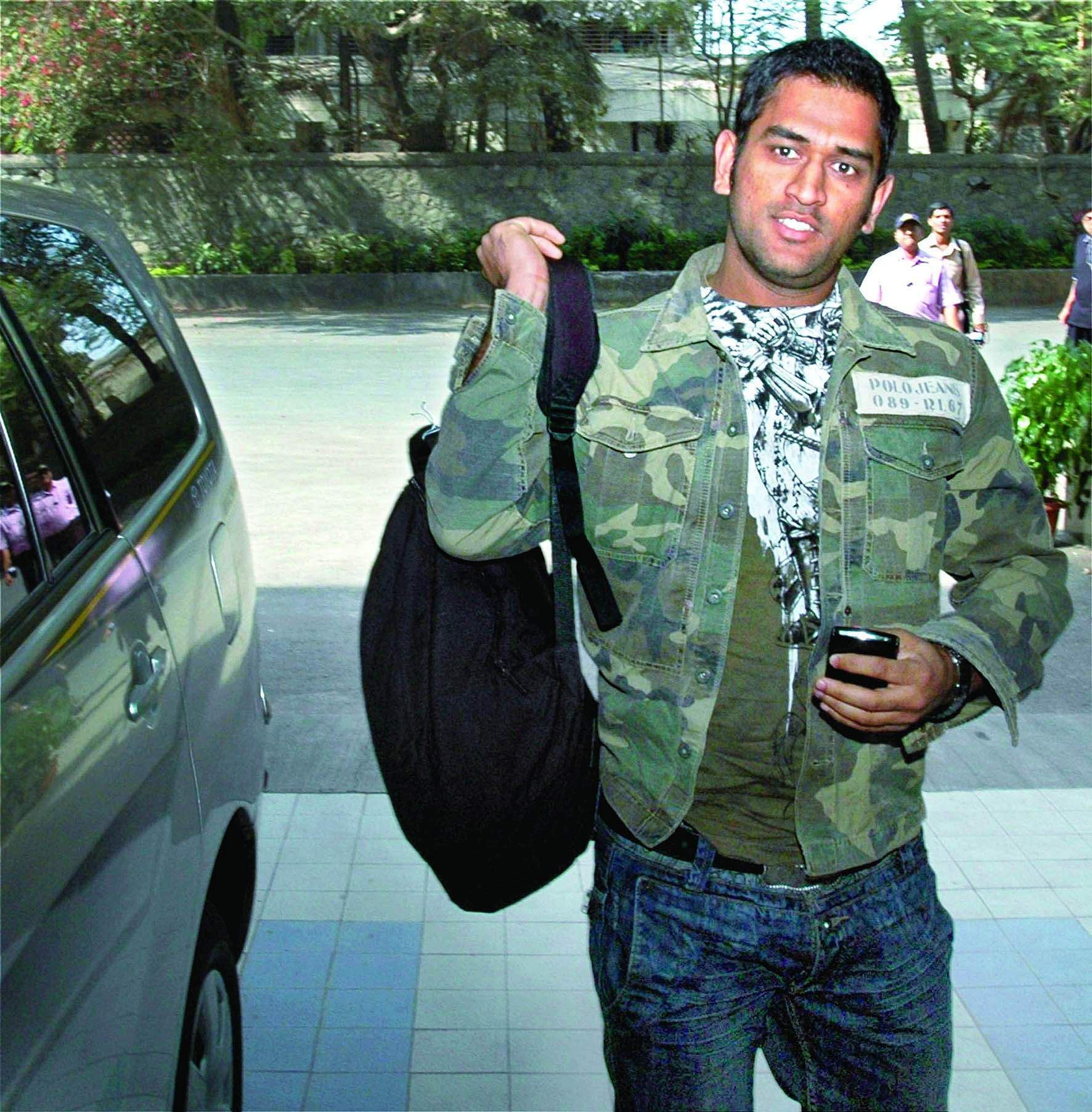 MS Dhoni arrives at BCCI office for a selection committee meeting in Mumbai in 2009.