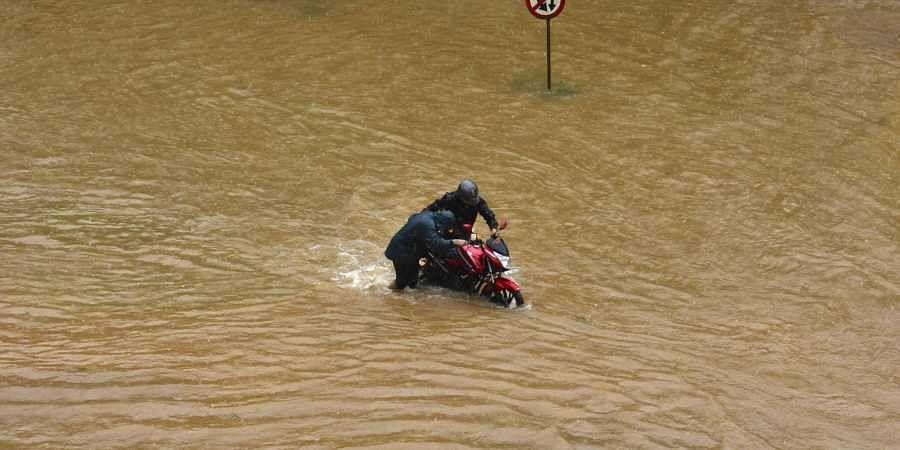 People wading through flood waters at Vellimadukunnu in Kozhikode, Kerala on 10 August 2019. (Photo | Manu R Mavelil, EPS)