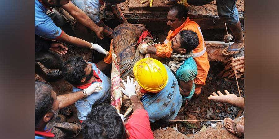 Body being recovered from the derbis at Kavalappara in Nilambur