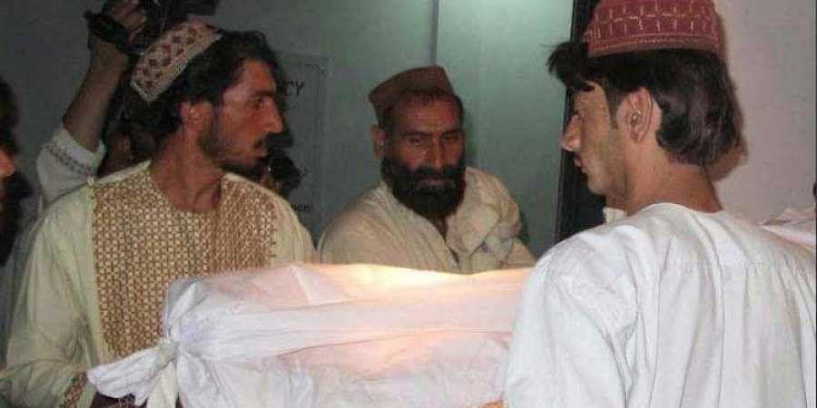 Muslim men cremate the 19-year--old girl in Manikarnika Ghat