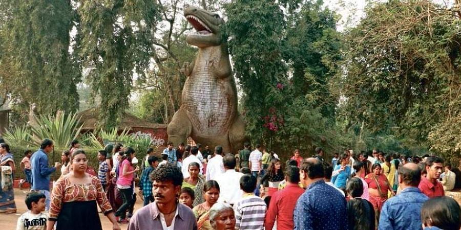 Visitors throng Nandankanan Zoological Par