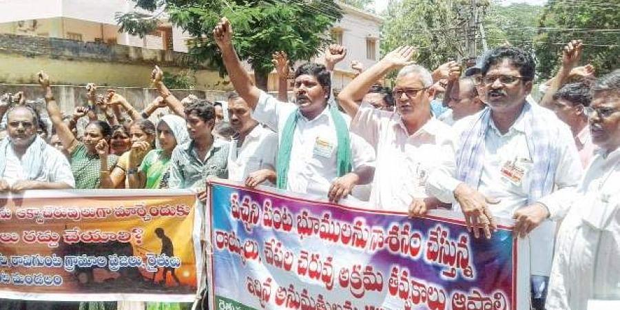 The Andhra Pradesh Rythu Sangham staging a dharna.