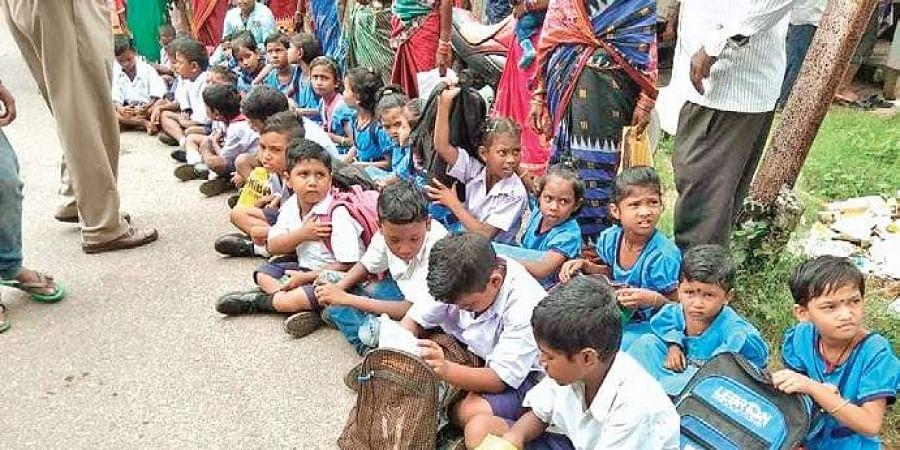 Students of Kapurabellari school