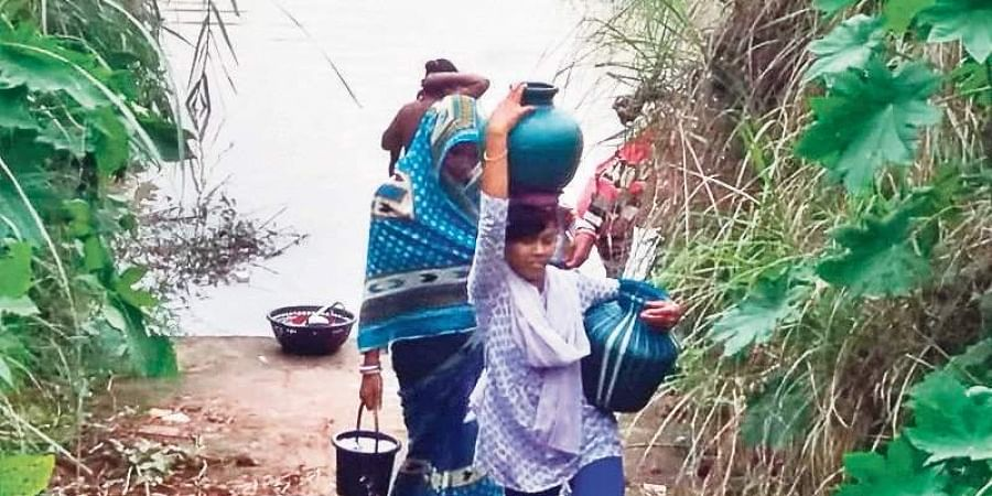 Villagers of Sukhuakhala in Cuttack carrying contaminated water