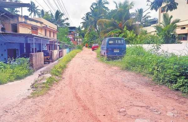 Pipeline Road in a shambles