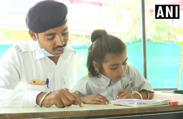 Ahmedabad traffic cops run education centres for children living on footpath