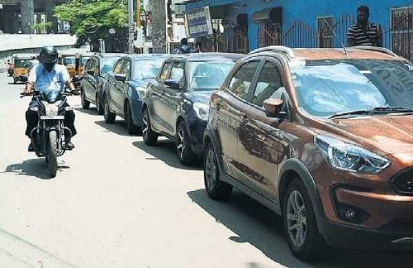 Vadapalani residents in Chennai distressed by miscreants, illegal parking
