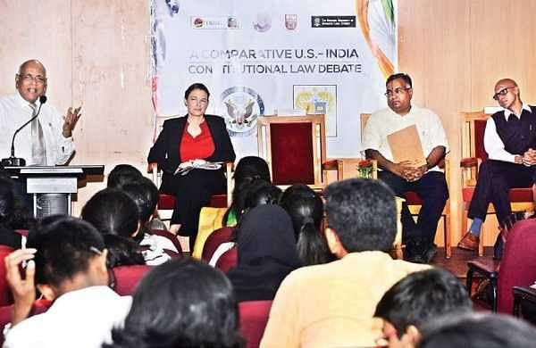 Of discussions, debates anddemocracies