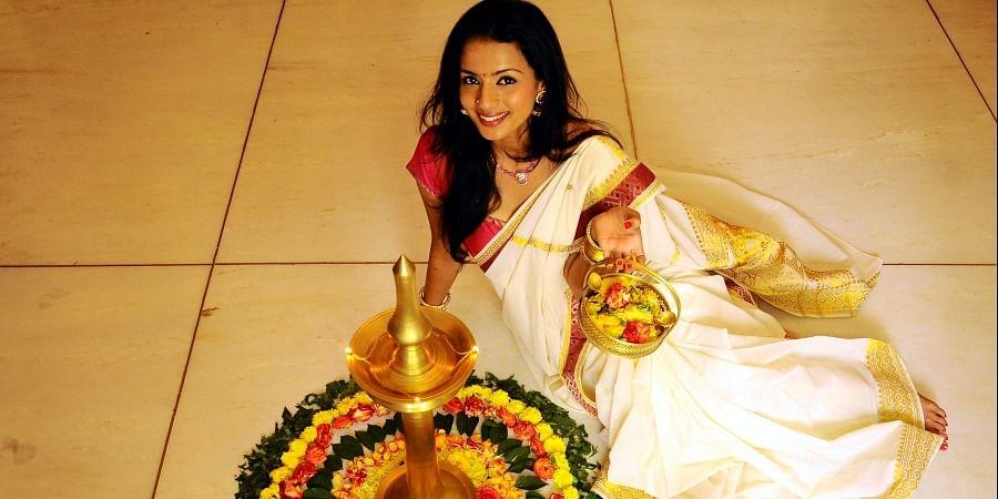 Shruti Hariharan, Actress pose near a pookalam.