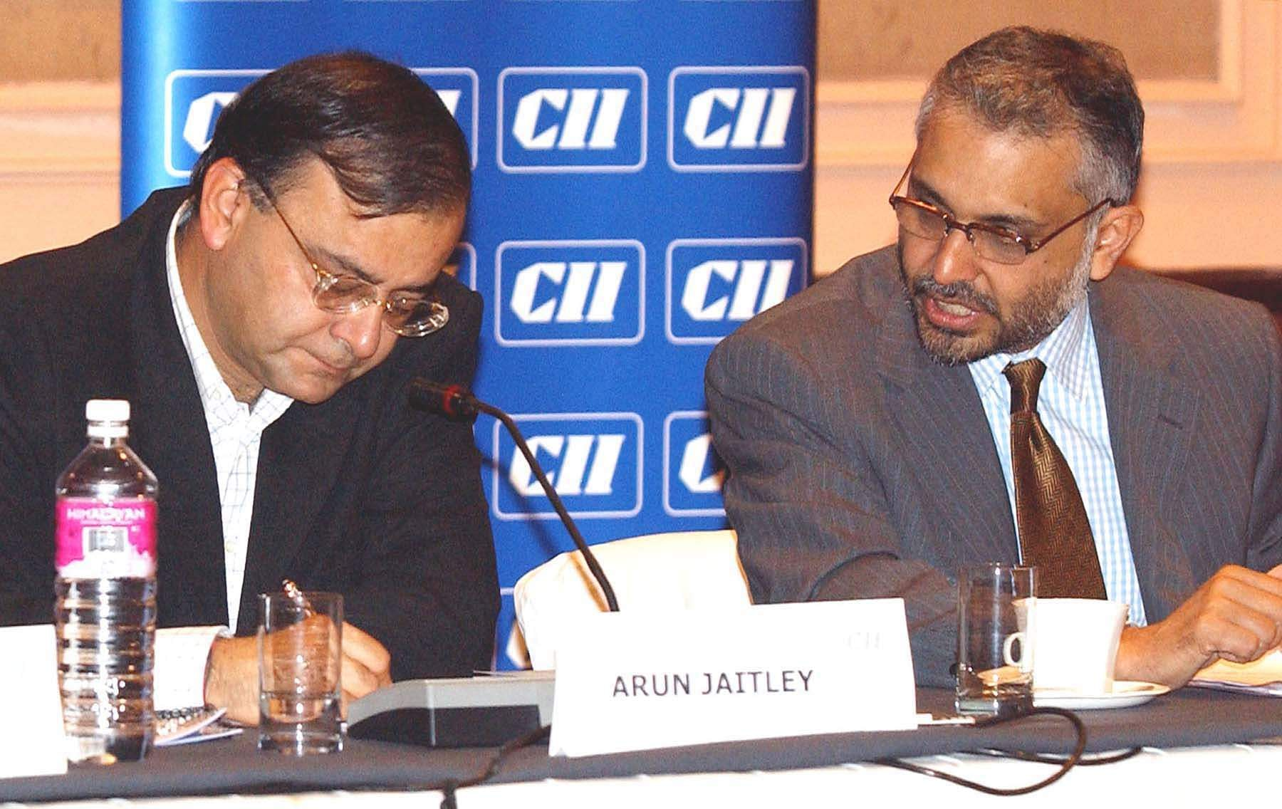 Minister of commerce & industry, law & Justice Arun Jaitley and Hari Bhartiya Chairman city committee on technology & innovation at the meeting on export-import policy. (Photo| PTI)