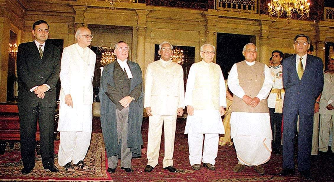 President K R Narayanan pose for a photograph with newly appointed CJI B N Kirpal (3rd from left), Vice President Krishn Kant, PM A B Vajpayee, Home Minister L K Advani, Law Minister Arun Jaitley and ex-CJI S P Bharucha at Rashtrapati Bhavan. (Photo| PTI)