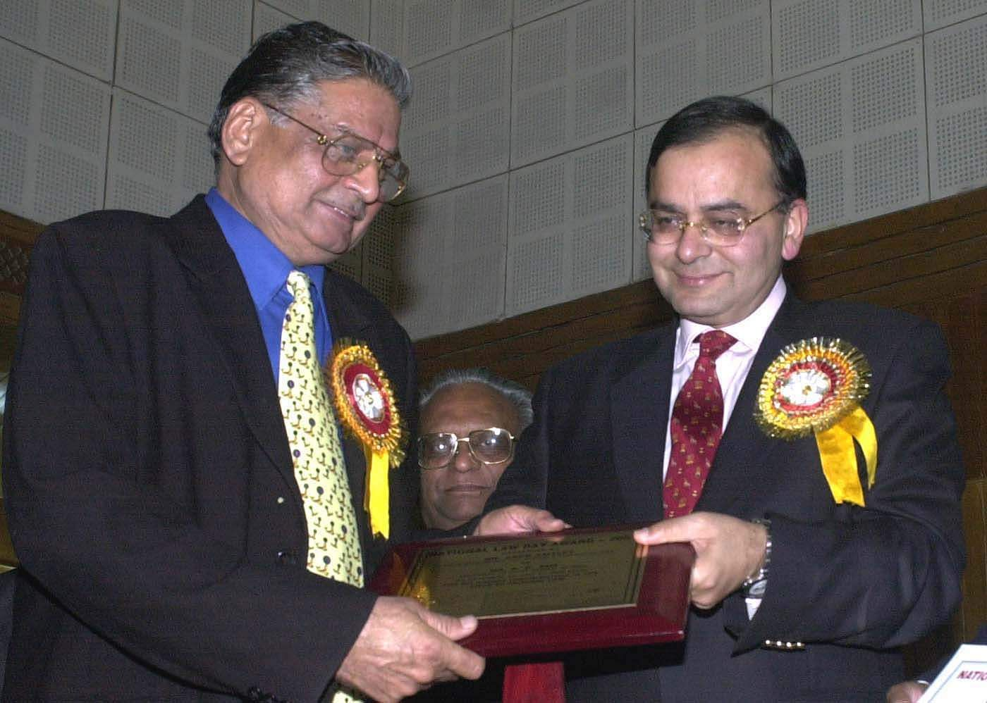 Union Law Minister Arun Jaitley presenting a Law Day Award - 2001 to K K Sud, Additional solicitor General of India (criminal law) at a functtion in New Delhi. (Photo| PTI)