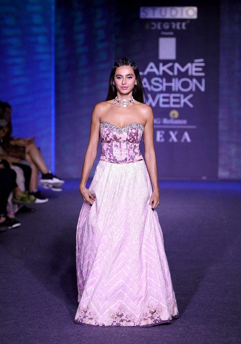 Bollywood At Lakme Fashion Week 2019 Showstoppers Kangana Kareena Ananya Flaunt Festive Fashion The New Indian Express