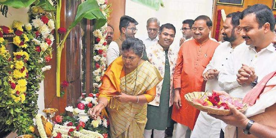 Minister Shashikala Jolle offers pooja at her office at Vidhana Soudha in  Bengaluru on Wednesday