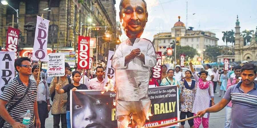 Student organisations burn an effigy of Unnao rape case's main accused BJP MLA Kuldeep Singh Sengar in Kolkata on Wednesday.