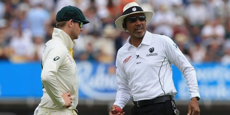 Umpire Joel WIlson checks the shape of the ball as Australia's Steve Smith (L) looks on. (Photo   AFP)