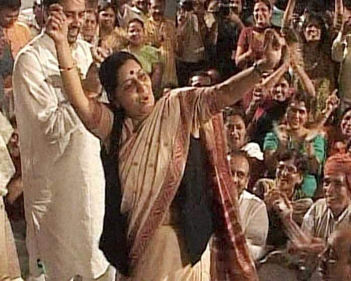 BJP leader Sushma Swaraj dances on a patriotic song during the party's Satyagraha against corruption, near Rajghat in New Delhi.