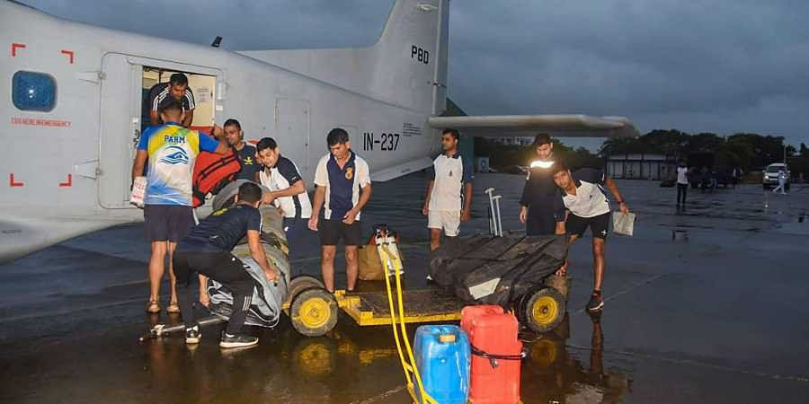 Indian Naval team mobilised to provide assistance in flood affected areas in Kohlapur.