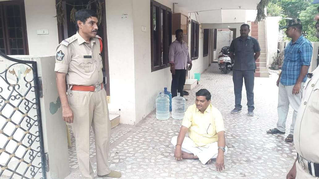 TDP supremo N Chandrababu Naidu has said several families were forced to leave their villages in Atmakur after attacks by YSRC workers and 'Chalo Atmakur' rally on September 11 is intended to save democracy and safeguard human rights. In picture, Former MP Sivaprasad arrested in Chittoor district. (Photo | EPS)