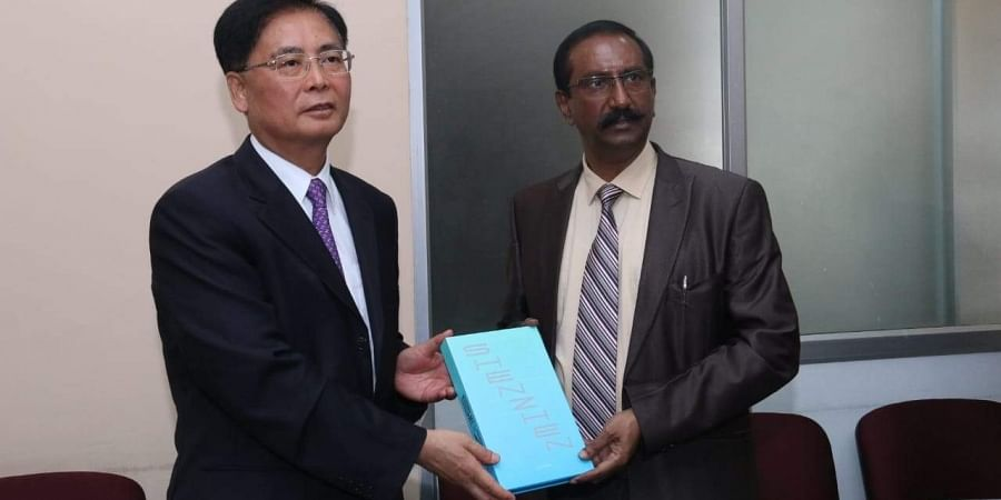 Vice Mayor of Senzhen Yong Hong with Additional Chief Secretary B H Anil Kumar in Bengaluru