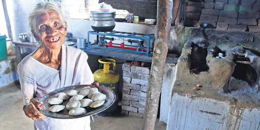 Kamalathal, idly maker