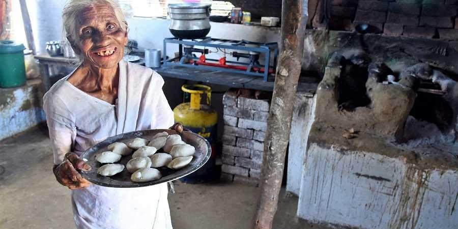 80-year-old selling 1-rupee idli in Tamil Nadu gets LPG connection