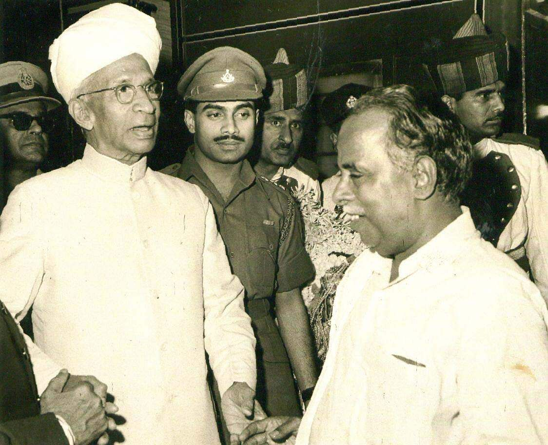 When the reorganisation of states in India on linguistic basis removed Kannada, Telugu and Malayalam speaking regions from the Madras Presidency, Annadurai changed the call of independent Dravida Nadu for Dravidians to independent Tamil Nadu for Tamils.