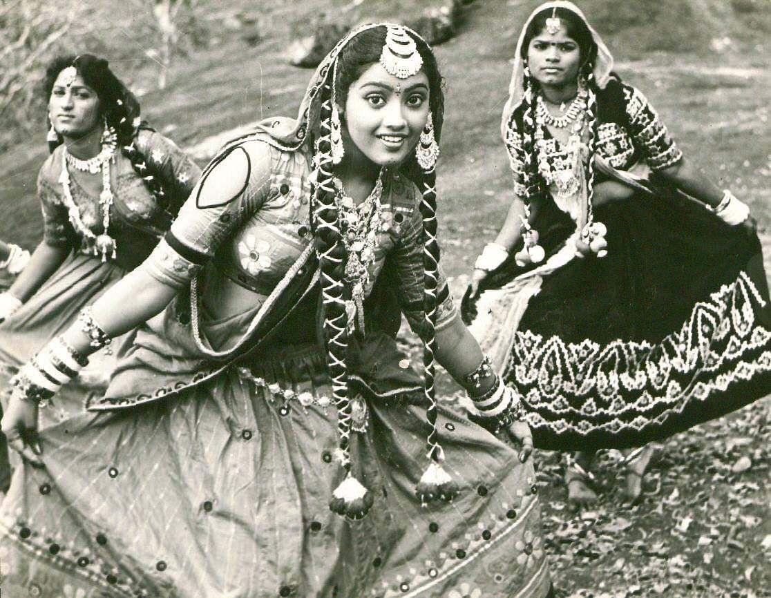Actress Meena in 'Ithaya Uunjal'.