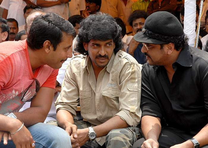 Kannada film actors Darshan, Upendra and Ravichandran taking part in a protest by Karnataka Film Industry against Hogenakkal water scheme in Bangalore.