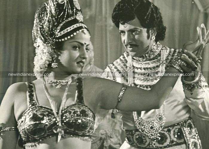Sandalwood actors Vishnuvardhan and Radhika in 'Jeevana Chakra'.