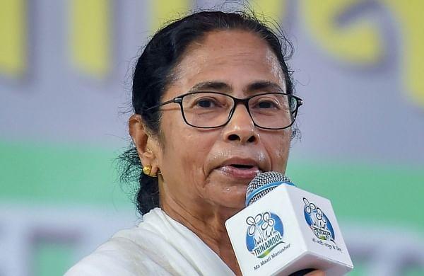 Mamata Banerjeeruns into PM's wife before boarding flight to meet Modi