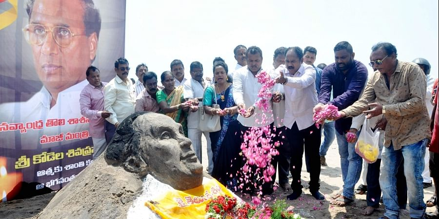 Expressing grief, Sand art of former Assembly Speaker Kodela Siva Prasada Rao was displayed by TDP leaders at the beach road in Visakhapatnam on Tuesday.   (G satyanarayana   EPS)