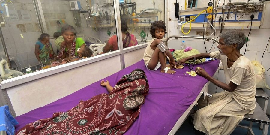 Children showing symptoms of Acute Encephalitis Syndrome undergo treatment at a hospital in Muzaffarpur. (File | PTI)