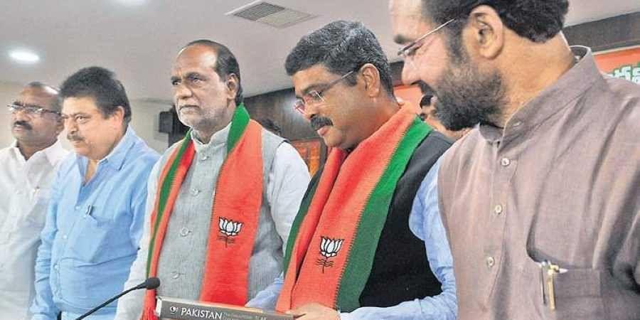 Petroleum Minister Dharmendra Pradhan (second ftom left) speaking at a press meet  in Hyderabad.