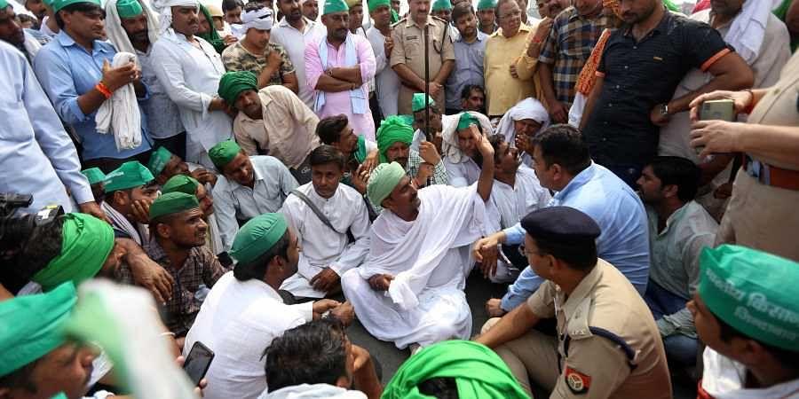 Farmers from Uttar Pradesh block the highway during their agitation at NH24 in Ghazipur border on 21 September 2019. (Photo | Arun Kumar, EPS)