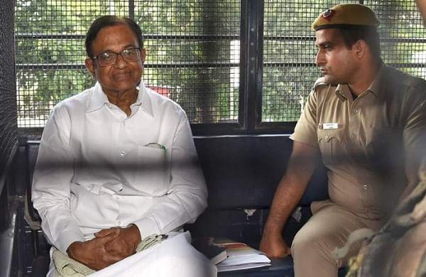 Sonia Gandhi, Manmohan Singh at Tihar Jail to meet P Chidambaram