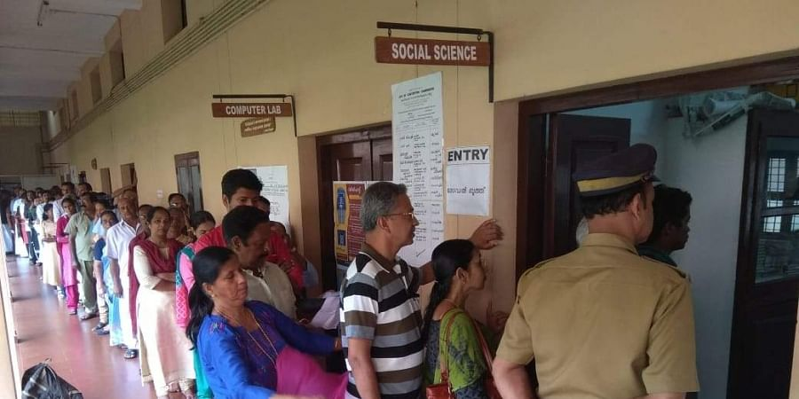 Huge turnout of voters witnessed at the St Thomas TTC college, Pala in the early hours of the polling on Monday. | (Vishnu Prathap | EPS)