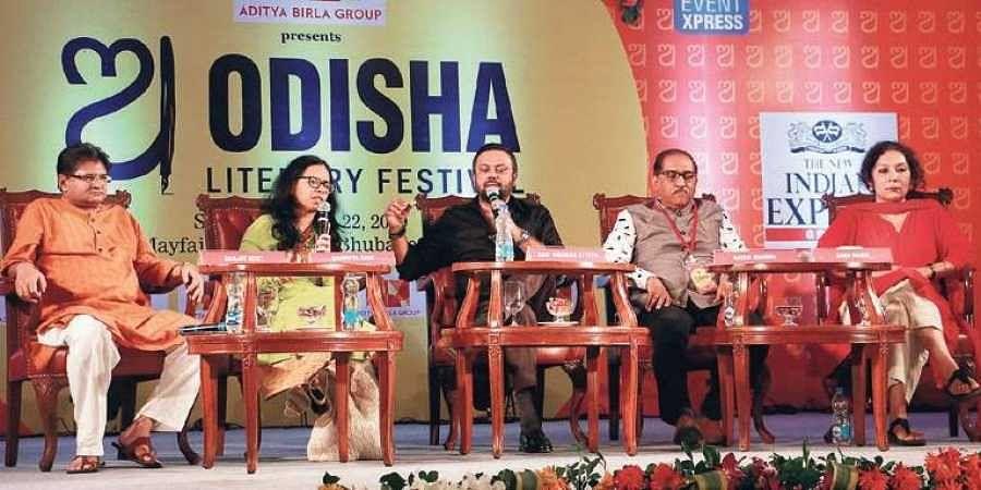 Sanjay Dixit, Samhita Arni, Ratan Sharda, Saba Naqvi and Ravi Shankar debate 'The History We Were Taught: Bunkum or Brilliant'