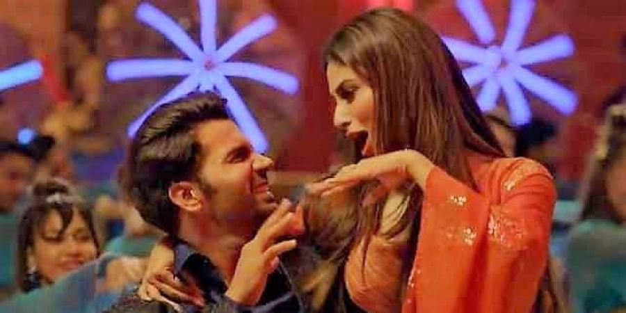 Bollywood actors Rajkummar Rao and Mouni Roy in 'Odhani' song.