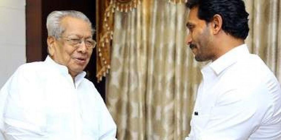 CM YS Jagan Mohan Reddy with Governor Biswabhusan Harichandan  at the Raj Bhavan in Vijayawada