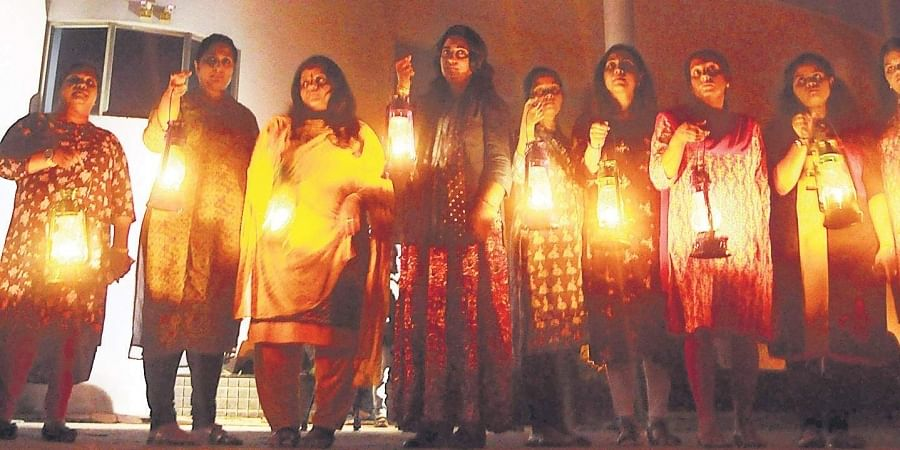 Residents of Holy Faith H2O with lighted lanterns, torches and candles in  protest against the Supreme Court verdict to demolish the high-rises. | (A Sanesh | EPS)
