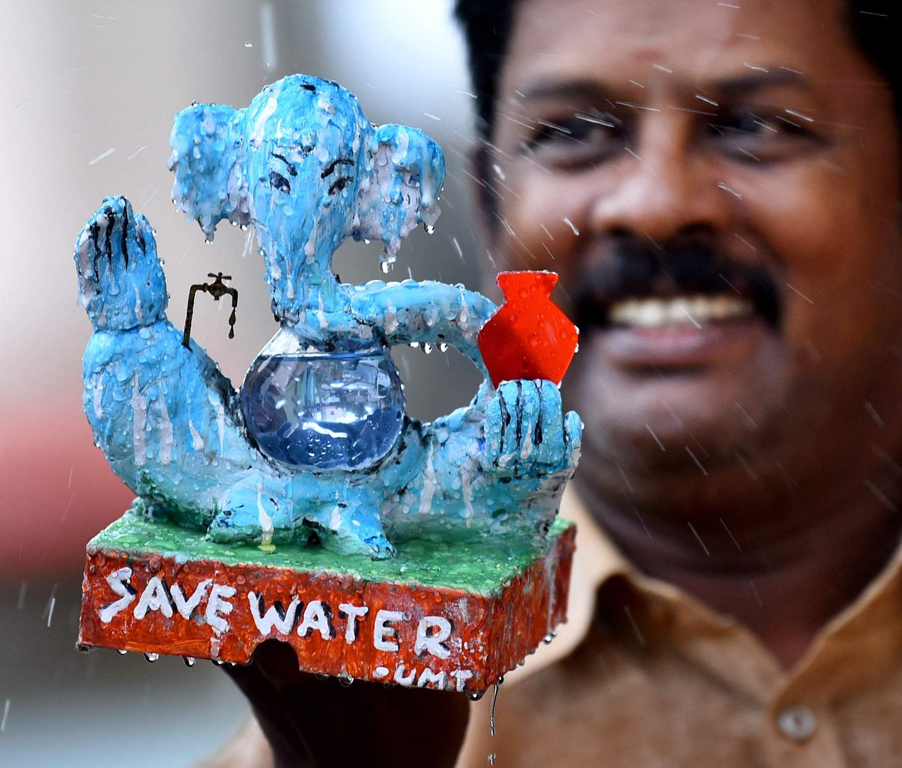 On Vinayagar chaturthi day, miniature artist U.M.T Raja designed a ganesha statue with the message 'save water' in Coimbatore on Monday. (Photo | EPS/A Raja)
