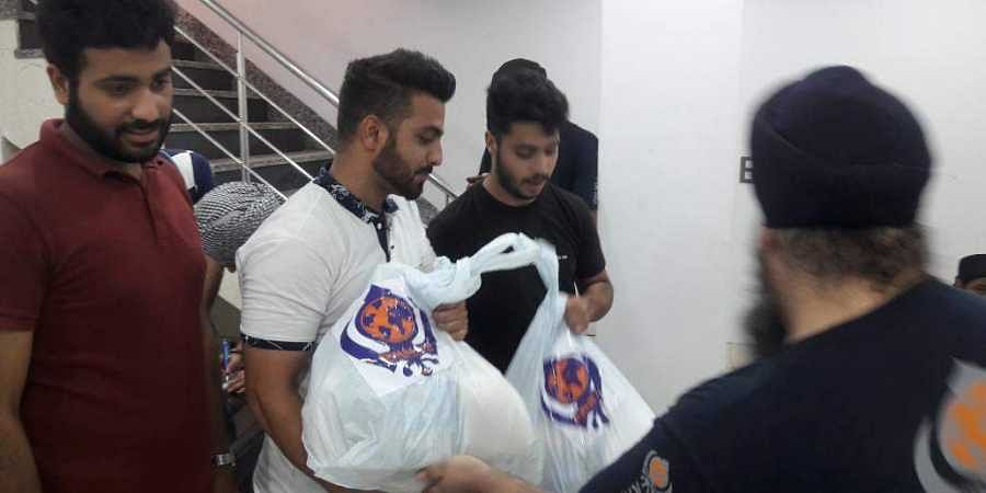Volunteers of J&K Association with Khalsa Aid distribute stock, groceries, money among Kashmiri Students